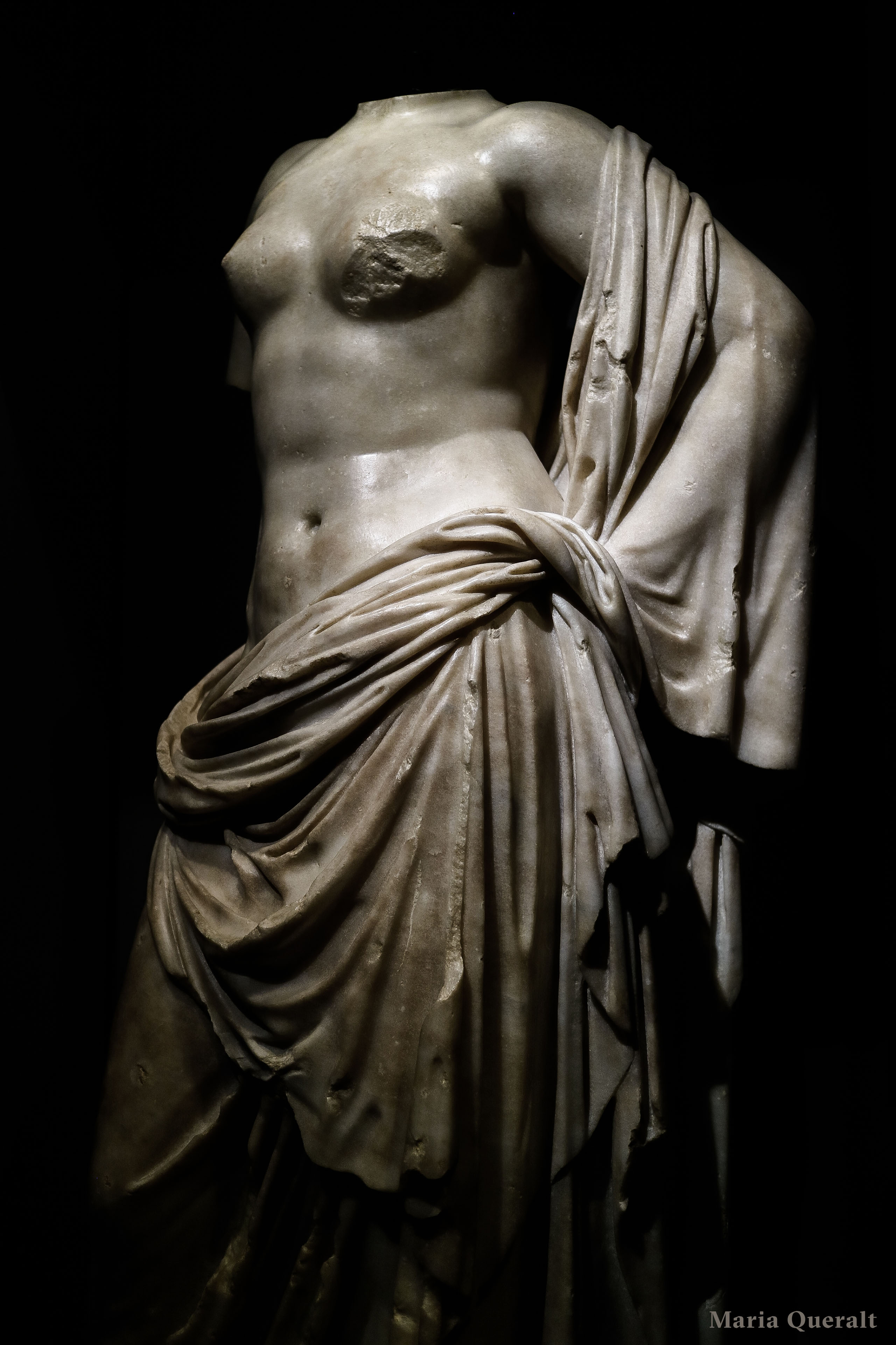 Carrara marble sculpture of Venus at the Museo Provincial de Zaragoza original from Rome. Photography and retouch by Maria Queralt