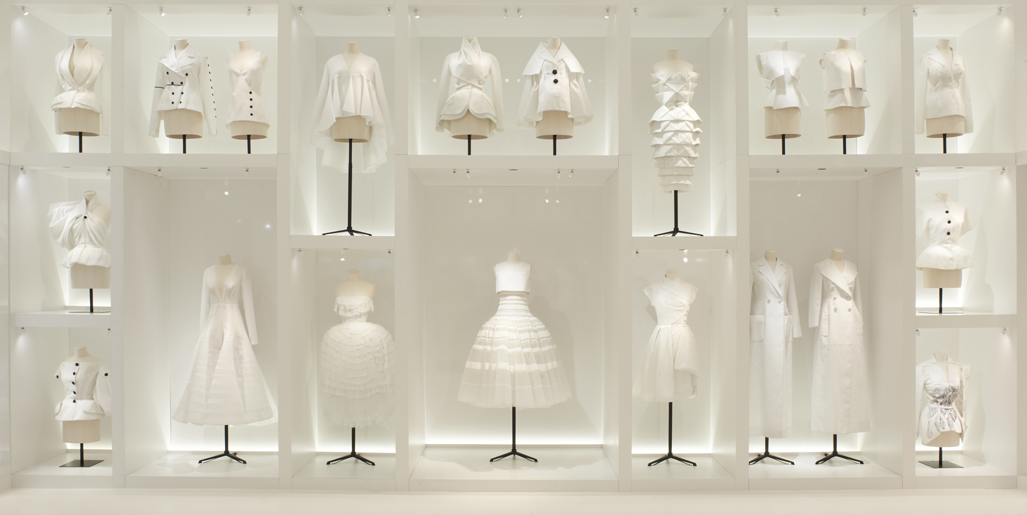 Christian Dior Couture Shopwindow exhibition Christian Dior Desiggner of dreams Maria Queralt Portfolio